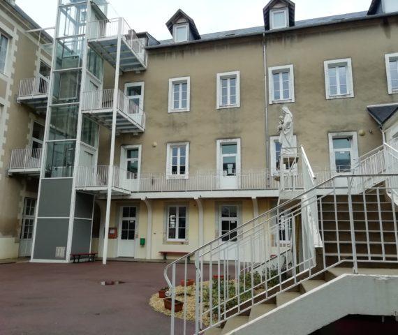 Cour lycée